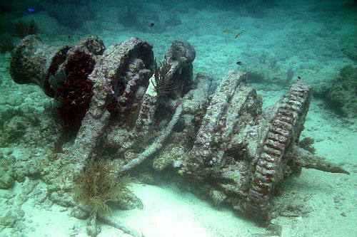Windlass Wreck at Winch Hole at Molasses Reef